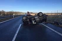 Havárie auta omezila dopravu na několik hodin.