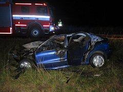 Po nehodě začalo auto hořet.