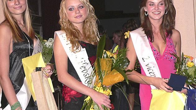 Porota určila vítězky. Na snímku zleva  první vicemiss Lucie Řezníková, Mis Milevsko 2007 Alena Jozífková, druhá vicemiss Marika Jindřichová.