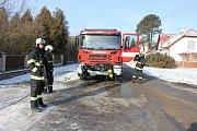 Hasiči zasahovali u požáru rodinného domu v Čimelicích.