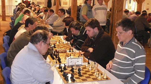 Béčko ŠACHklubu Písek zvítězilo v dalším utkání 1. Jihočeské šachové divize nad Strakonicemi B 5:3.