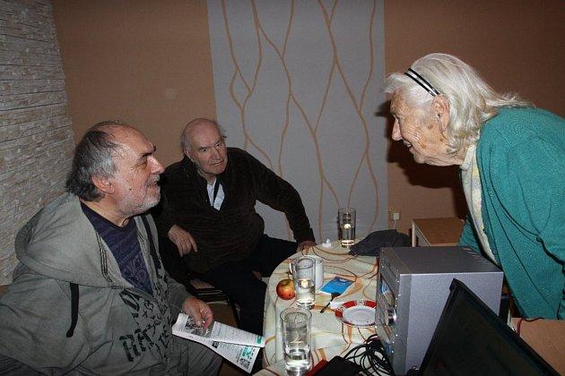 Setkání Protivínského vlastivědného klubu s Karlem Čabrádkem.