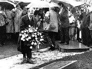 Václav Havel v roce 1995 v Čimelicích při odhalování památníku padlým z druhé světové války.
