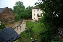 Rozvodněný potok v Krsicích.