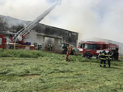 Požár skladu slámy ve Chřešťovicích.