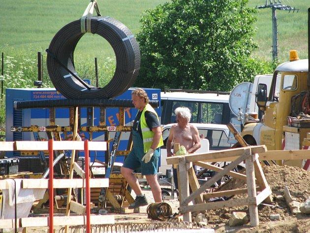 Stavba R4 zatím pokračuje podle plánu.