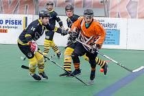 Písečtí hokejbalisté naskočí po základní části rovnou  do semifinále play off (na snímku v utkání s Táborem).