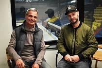 Tomáš Nouza (na snímku vpravo s generálním manažerem Erikem Svobodou) se stal novým sportovním manažerem IHC Králové Písek.