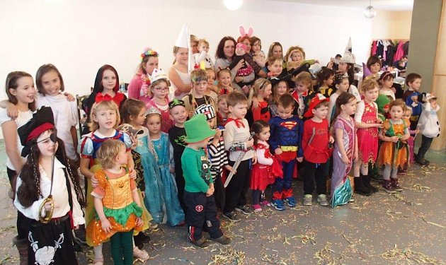 Děti i dospělí se dobře bavili na karnevalu v Záhoří.