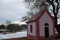 Jednou ze sakrálních staveb v obvodu obce Drhovle je návesní kaplička v  Mladoticích.