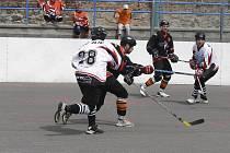 V sobotu 28. května od 11 hodin začne první finálové utkání oblastní ligy hokejbalistů HC ŠD Písek - SK Tábor. Snímkem se vracíme k semifinálovému duelu HC ŠD Písek - HBC Zliv, ve kterém vyhrál domácí tým 3:2.