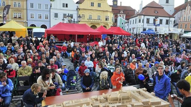 Rekordní Pražský hrad ze špejlí Ladislava Nováka z Myšence.