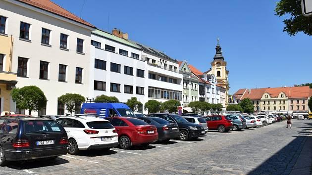 Z Velkého náměstí v Písku půjde vyjet jen Karlovou ulicí.