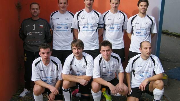 Bohatý bude v následujících dnech zápasový program v okresních soutěžích ve futsalu-FIFA. Divákům se představí i tým FC Tchibuk (na snímku).