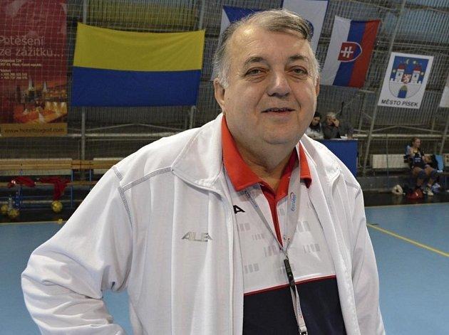 Předseda oddílu házené TJ Sokol Písek a lékař interligového družstva žen Rudolf Žaba říká: V utkání s Mostem můžeme jen překvapit.