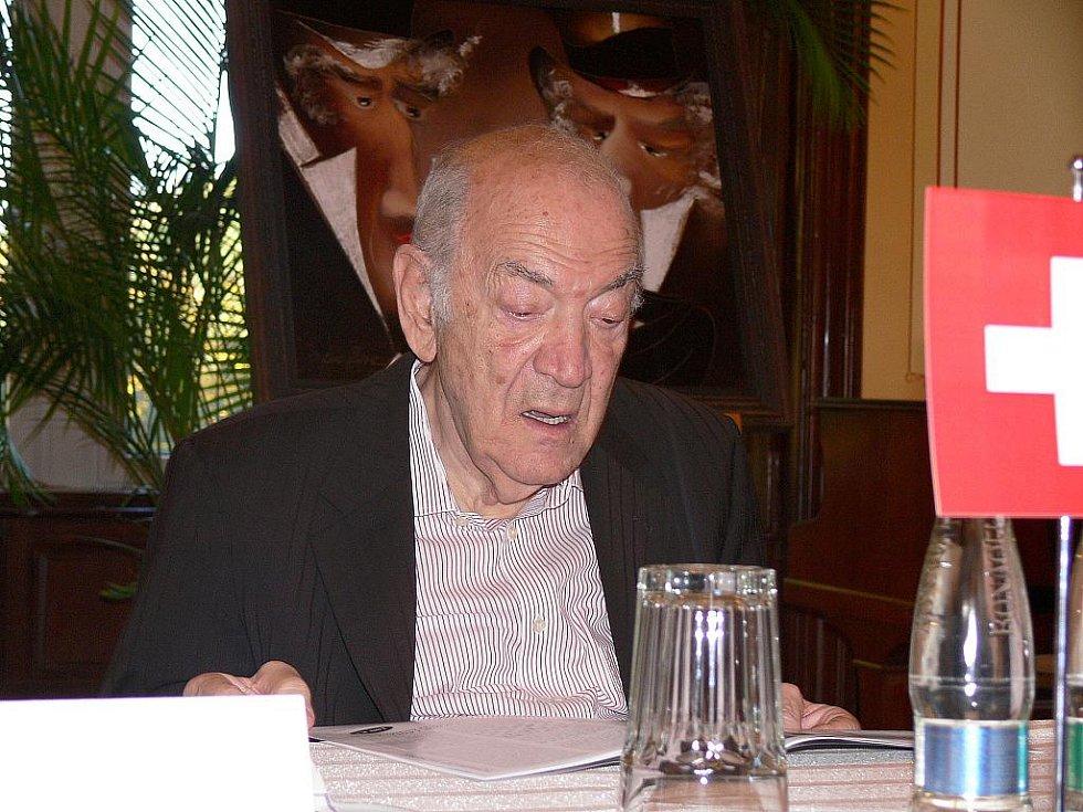 Šachový duel velmistrů GM Viktora Korčného (79 let) a GM Vlastimila Horta (65 let).