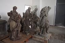 Depozitum barokních soch z dílny Jana Karla Hammera v Čimelicích.