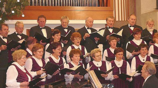 Snímek je z jednoho z vánočních koncertů pěveckého sboru Sonitus ve Svatotrojickém kostele v Písku.