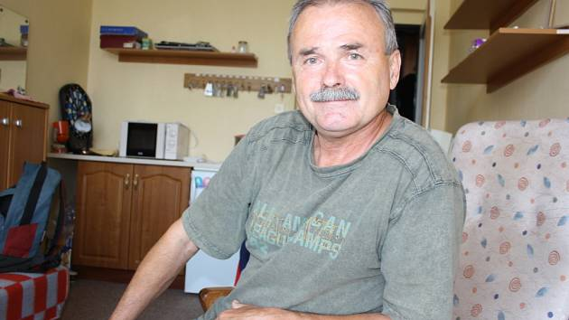 OCENĚNÝ PEDAGOG. Čtyřiašedesátiletý Jindřich Zeman pracuje jako vedoucí domova mládeže. Ve volném čase se věnuje trénování malých hokejistů.