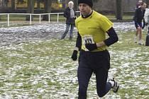 OBHAJOBA. Petr Novák z Commatelu Písek (na snímku z Mikulášského běhu v Čimelicích) zvítězil na 25. ročníku Silvestrovského běhu na 15 km v Jistebnici.