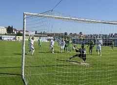 Fotbalisté FC Písek prohráli v dalším kole III. ligy v Karlových Varech 0:2. Náš snímek je z jednoho z předchozích utkání obou týmů, které Jihočeši sehráli na domácím hřišti.