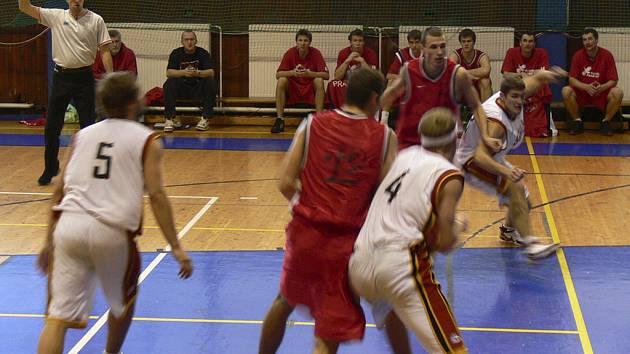 Prvoligoví basketbalisté Sršni Písek sehrají o tomto víkendu dva mistrovské zápasy, v sobotu s Chomutovem a v neděli s Ústím nad Labem.