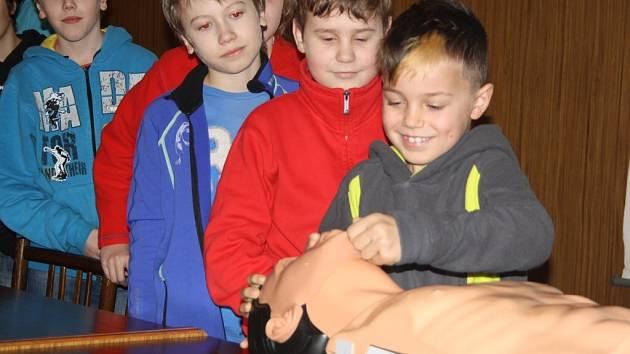 Malí karatisté se učili první pomoc.