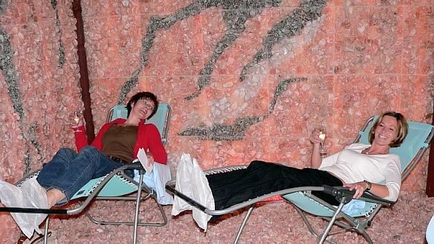 V solné jeskyni je příjemně...