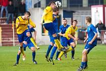 Písečtí fotbalisté prohráli s Vyšehradem 2:3. Jakub Kalášek vyskočil sice nejvýš, ale gól z této akce nepadl.