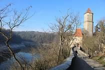 Vyhlídky z hradu Zvíkov na Orlickou přehradu.