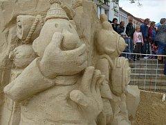 Cipískoviště, vlak Cipísek v Protivíně, sochy u Kamenného mostu v Písku
