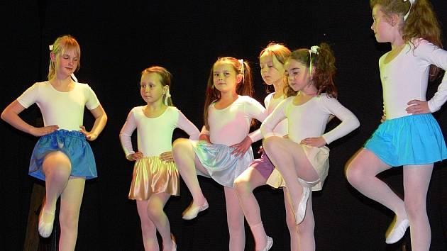 Hastrman a Vlček a Jarní taneční hry Jiřího Rumla. Dvakrát se v programu středeční besídky píseckého DDM předvedly malé baletky a dva baleťáčci z taneční přípravky Radmily Salamanczukové.