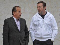 ŠÉFOVÉ. Na snímku zleva člen výboru FC Písek Milan Nousek a předseda Milan Švehla.