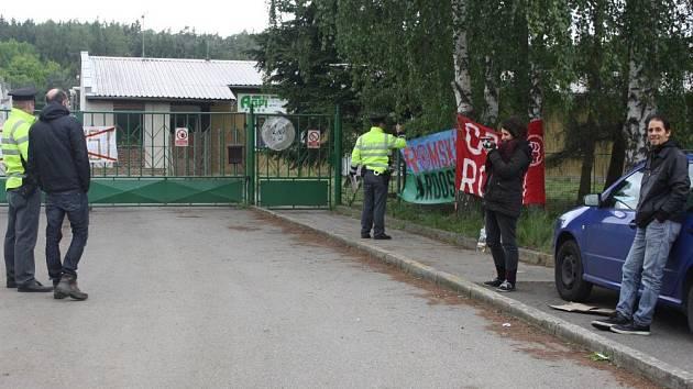 Protestní akce před vepřínem v Letech. Ilustrační foto.