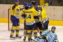JEDOU. Písečtí hokejisté se v posledních čtyřech utkáních rozehráli k výborným výkonům. Rádi by šňůru vítězství protáhli až do Vánoc. Čekají je duely s Vimperkem a Soběslaví.