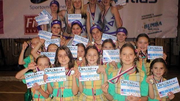 DRUHÉ MÍSTO.  Na republikové soutěži Aquila Wellness Týmy obsadily cvičenky  AC Sole Písek v kategorii 8 – 11 let  druhé místo. Předvedly choreografii Zahradnice.