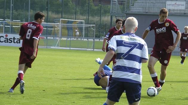 Starší dorostenci FC Písek U19 prohráli v úvodním zápase České ligy doma se Sokolovem 2:3. Snímek je z generálky píseckého týmu na soutěž, kterou sehrál s Protivínem.