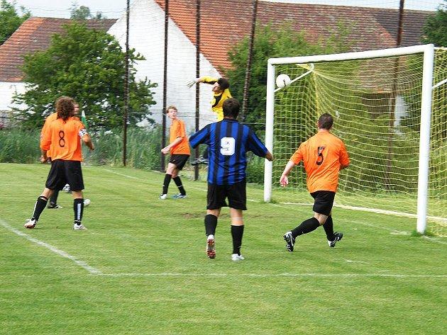 V sobotním zápase okresní fotbalové III. třídy mužů zvítězil SK Oslov nad mužstvem TJ ZD Kovářov B 2:0.