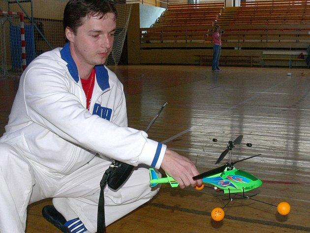 Stanislav Panec patří k nejmladším členům nedávno založeného milevského  Mini–Helicopter–Clubu a v sobotní soutěži byl úspěšný, když obsadil druhé místo.