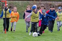 Malí školáci si vyzkoušeli fotbalový trénink.