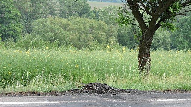 Mementem pro Nerestecké  jsou zbytky po ohořelém autě.