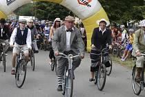Členové Klubu velocipedistů Písek si v sobotu 21. září připomenou 126. výročí vzniku organizované cyklistiky v Písku. V průběhu roku se účastní různých cyklistických akcí, na snímku jsou na startu závodu, který se konal v Semicích.