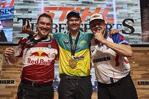 Martin Komárek veze bronz z mistrovství světa v dřevorubeckém sportu.