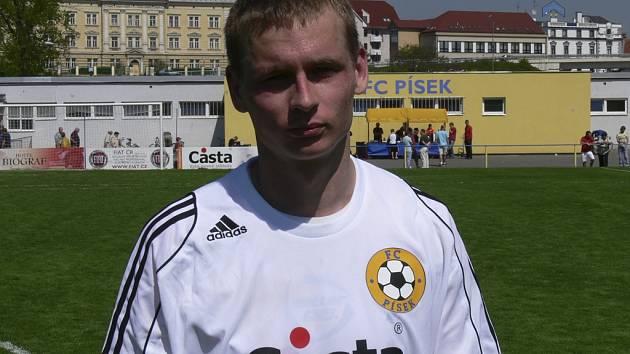 Záložník Martin Malý odvedl v utkání třetí fotbalové ligy proti Náchodu-Deštné velmi dobrý výkon a přispěl tak k vítězství týmu FC Písek v poměru 2:1.