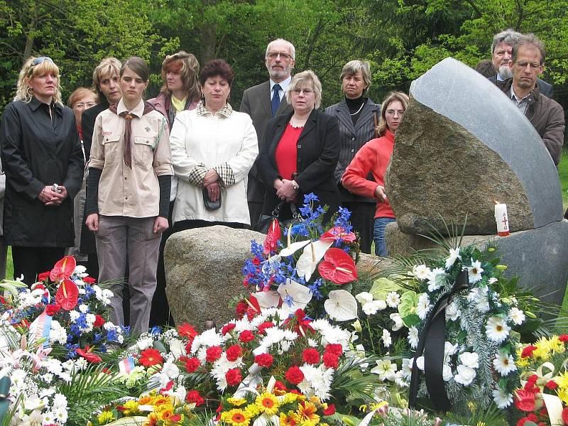 Vzpomínka na oběti genocidy Romů za druhé světové války v Letech.