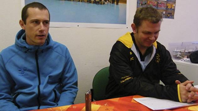 Zápas hodnotili trenéři obou týmů, olomoucký Jan Bělka (vlevo) a domácí Jan Slavík.
