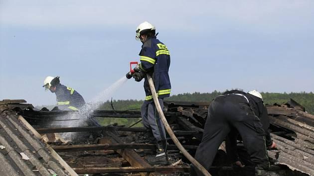 Zásah hasičů u požáru v Krči.