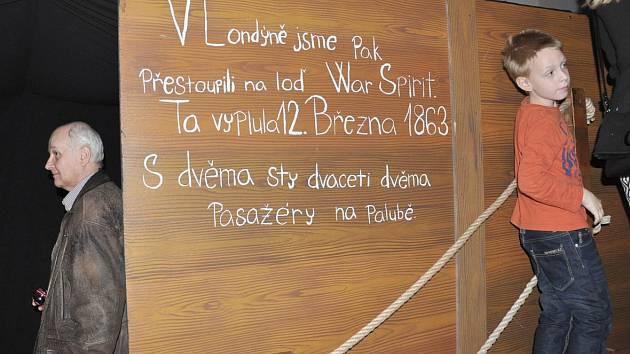 Expozice Dobrodruzi doumentuje cestu obyvatel české vesničky Stod na Nový Zéland