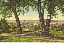 Historická pohlednice zachycuje pohled na Písek z Logrů.