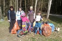 K akci Ukliďme svět, ukliďme Česko se připojili i dobrovolníci v Borovanech.